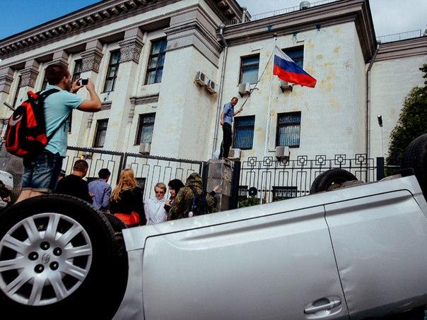 ООН покрывает погромщиков российского посольства вопреки международному праву