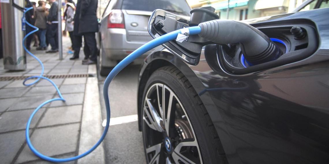 В Японии готовят к выпуску электромобиль за 220 тысяч рублей
