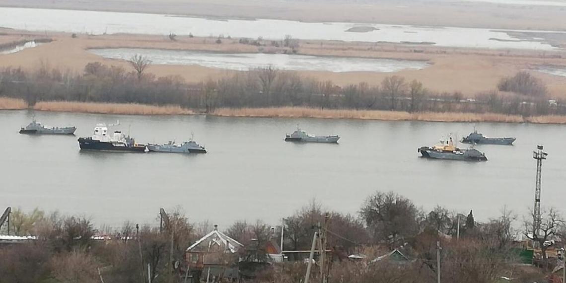 15 российских военных кораблей направились в Черное море