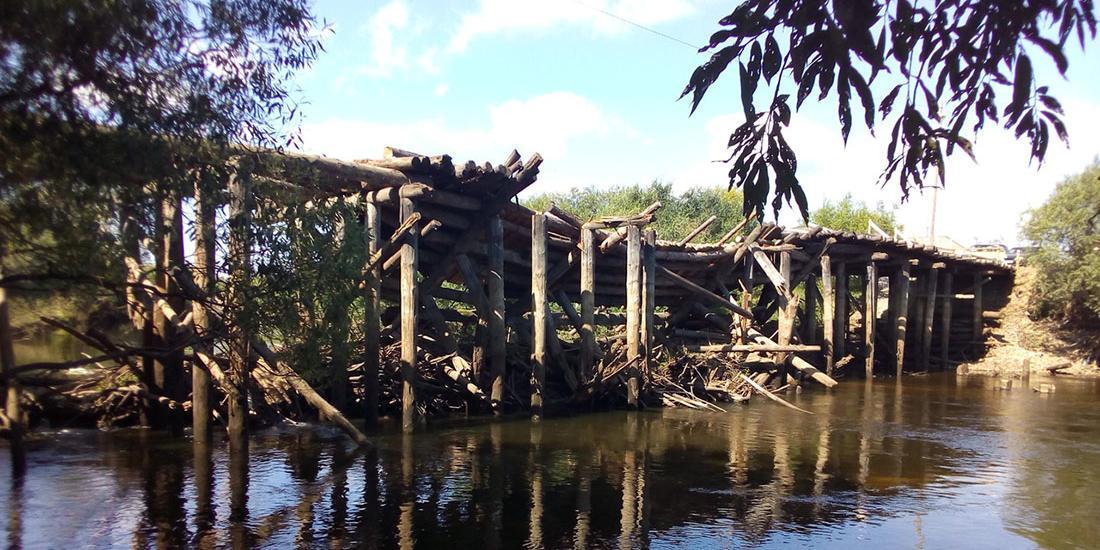 Чиновники на Урале отказали в ремонте моста и предложили людям аварийное жилье