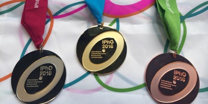 Российские школьники привезли четыре золотых медали с международной олимпиады по физике
