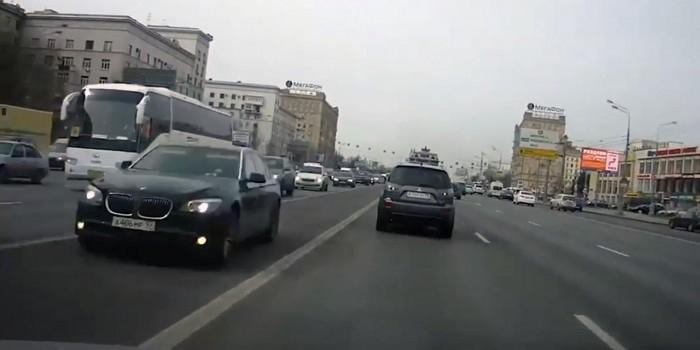 Машину главы Ингушетии Евкурова засняли за нарушением ПДД в Москве