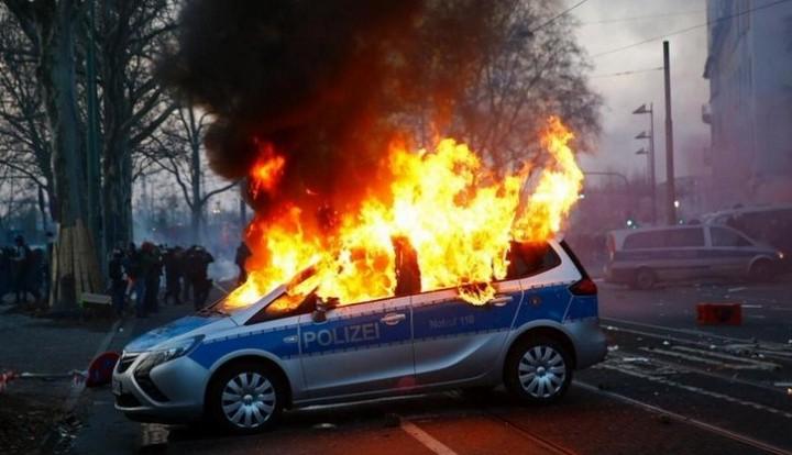 В Германии сотни протестующих прорвались к штаб-квартире ЕЦБ