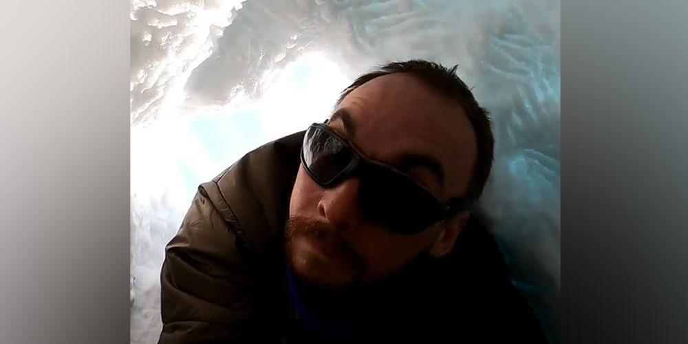 Российский биолог Зайка залез в берлогу к белому медведю и отснял ее изнутри