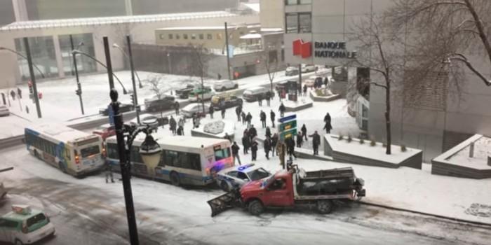 Авария дня: В Монреале засняли массовое ДТП из-за гололеда