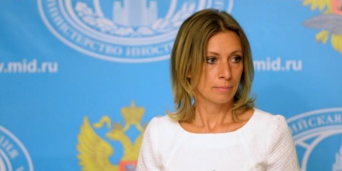 """""""Нам стыдно"""": Захарова прокомментировала призыв Джонсона пикетировать посольство России"""