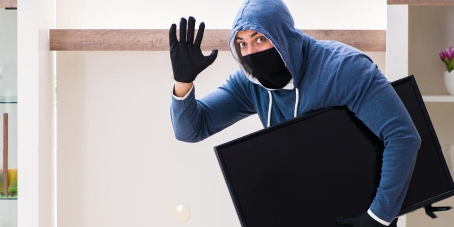 Хабаровчанин украл телевизор прямо во время свидания, чтобы пропить его