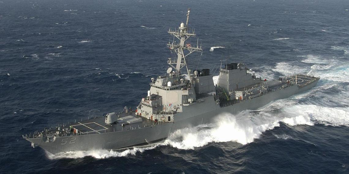 Пекин осуждает появление корабля ВМС США в Южно-Китайском море
