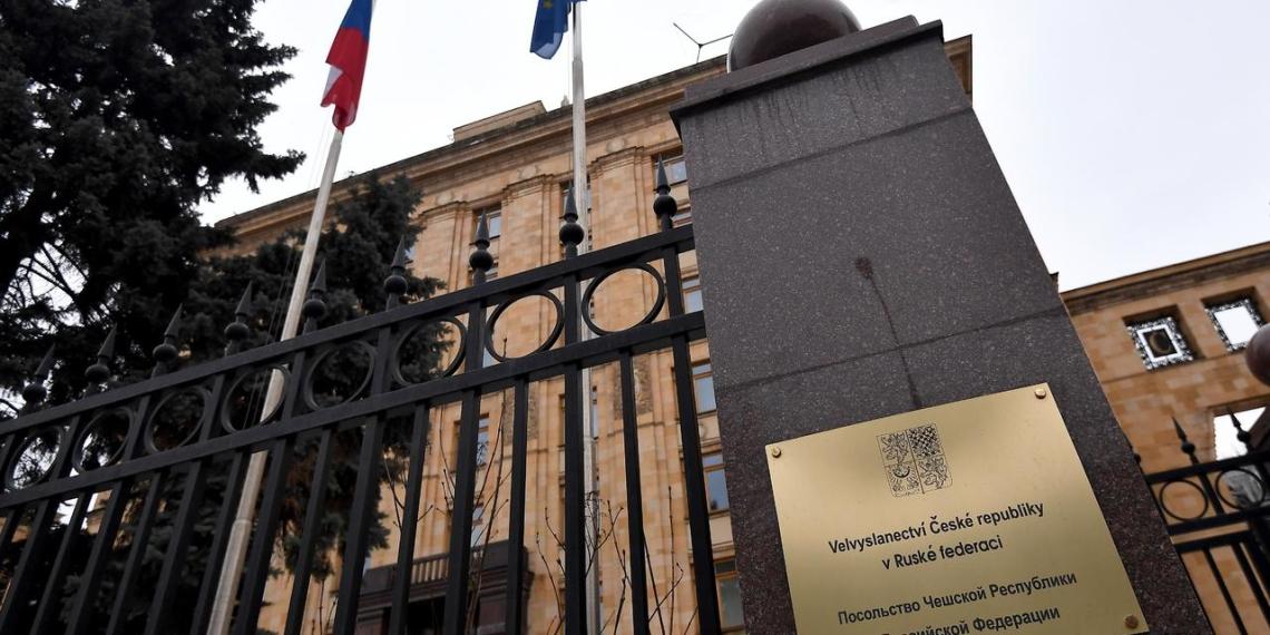 Посольство Чехии в Москве уволило большую часть россиян