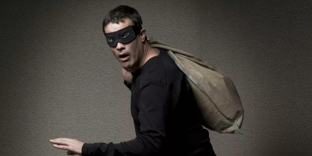 "Мужчина сбежал из секс-шопа, похитив 18-килограммовое дилдо ""Моби Дик"""