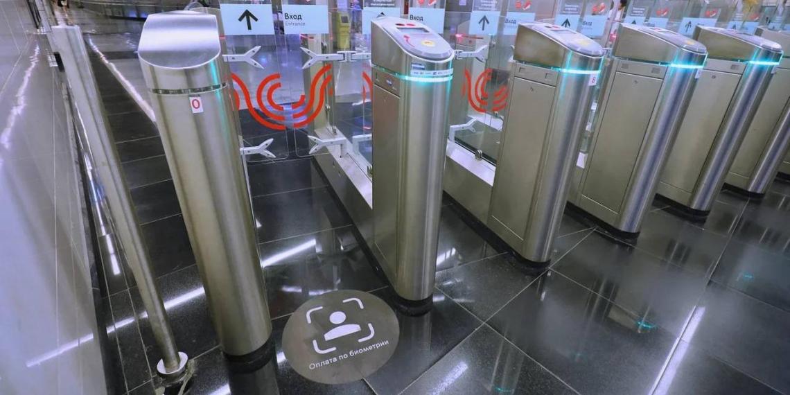 """В московском метро начали тестировать систему """"оплаты лицом"""""""