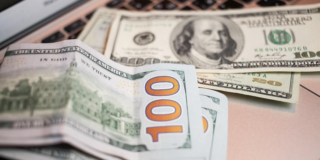 На счетах россиян скопился рекордный объем валюты