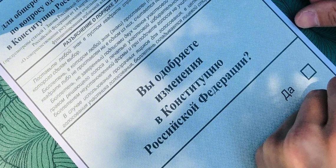 """""""Это фальшивка и профанация"""": эксперт ЭИСИ раскритиковал опрос группы Белановского о поправках"""