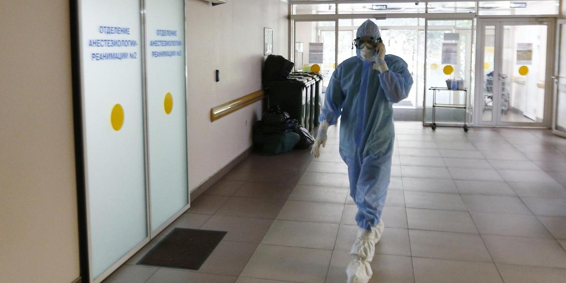 Врач предупредил о риске заразиться коронавирусом, участвуя в массовых мероприятиях