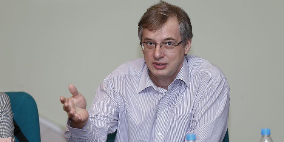 Глава DNS предложил раздать россиянам по 20 тысяч рублей и не давать деньги бизнесу