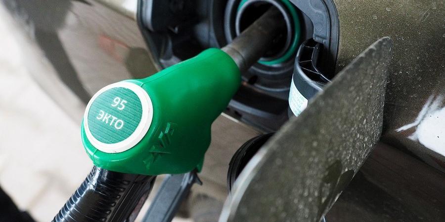 Росстат заметил падение цен на топливо