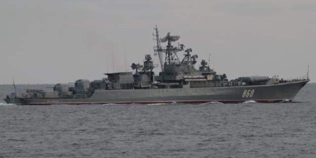 Украинские военные пожаловались на фрегат ВМФ РФ, отогнавший их от буровой установки в Черном море