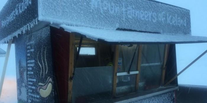 На исландском леднике открылся киоск с хот-догами