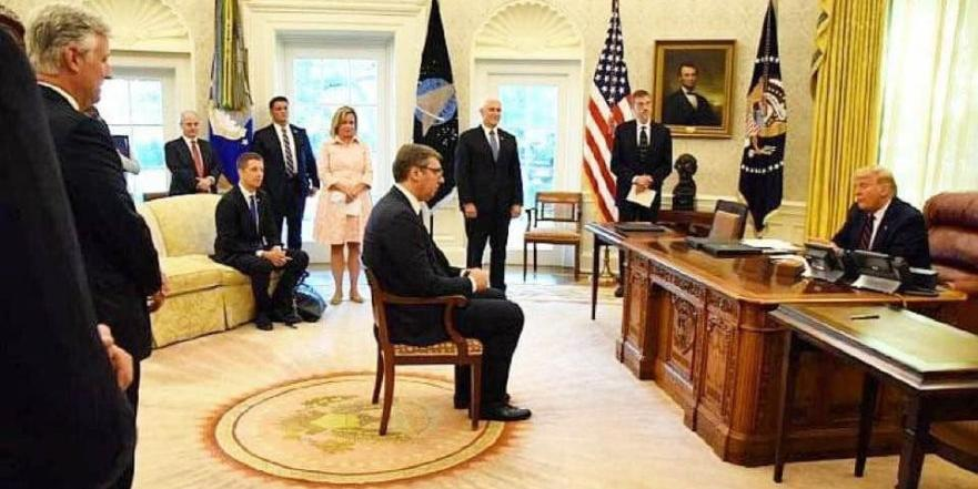 Кремль в скандале со стулом Вучича вспомнил про стол короля Артура