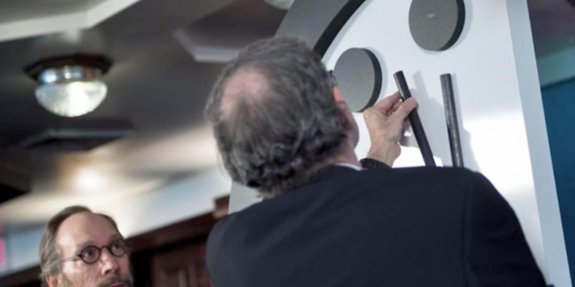 Часы Судного дня перевели на 20 секунд ближе к полуночи