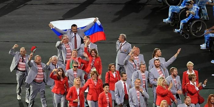 Белорусские паралимпийцы рассказали, почему взяли с собой российский флаг
