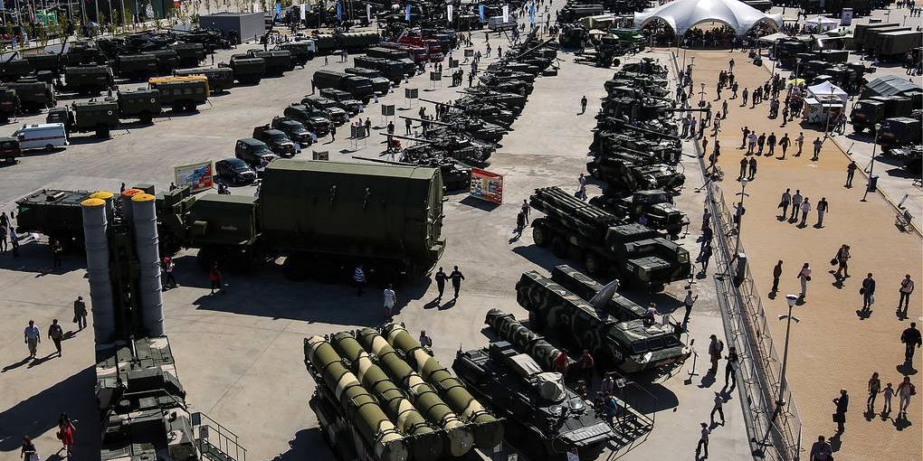 Портфель иностранных заказов на российское оружие превысил $53 млрд