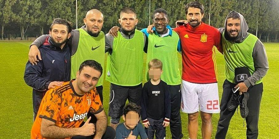 Нурмагомедов готовится стать футболистом