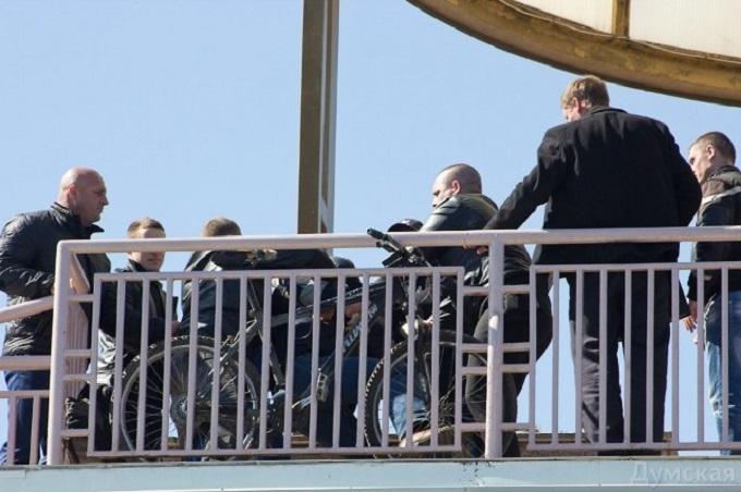 Охранники Порошенко применили силу к одесскому журналисту