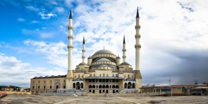 Турецкого имама отстранили из-за огурца в заднем проходе