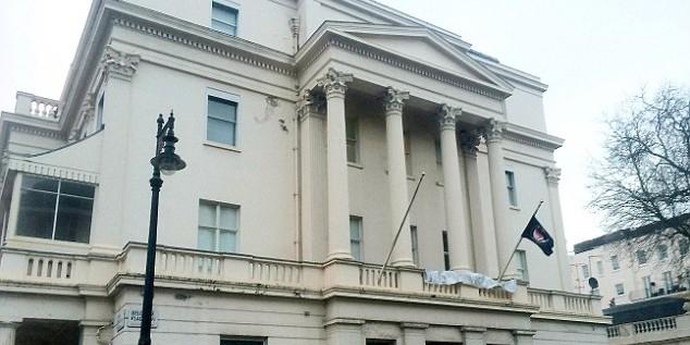 В Лондоне активисты оккупировали особняк российского миллиардера