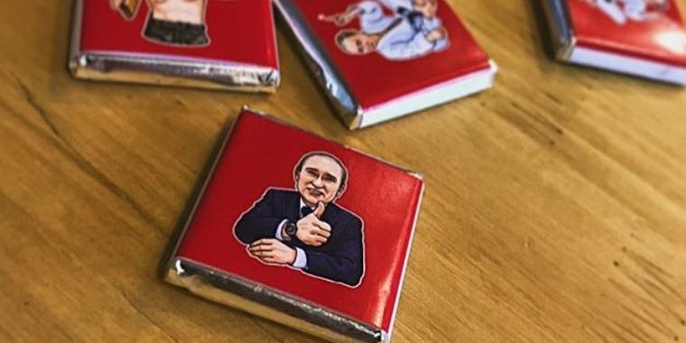 В честь дня рождения Путина кондитеры выпустили конфеты с его цитатами