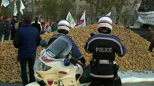 Картофельные баррикады на парижских площадях: французские фермеры против санкций