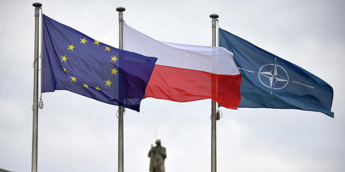Польша пригрозила еврокомиссарам выходом страны из ЕС