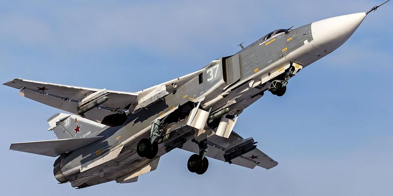 Су-24 выпустил бомбы по курсу британского эсминца, нарушившего границу России в Черном море