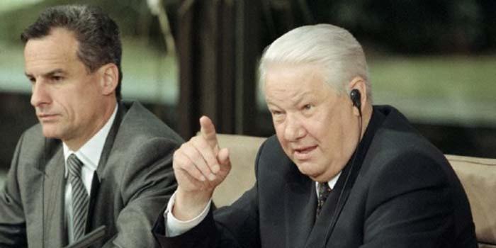 Пресс-секретарь рассказал о любви Ельцина макать полено в суп