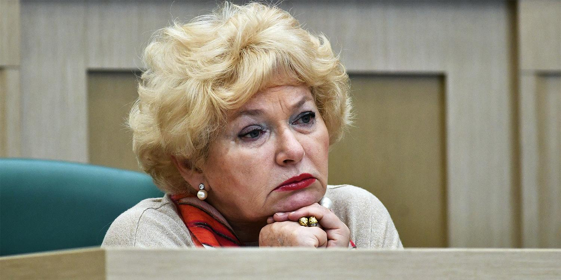 Мать Собчак предложила приравнять оправдание сталинизма к фашизму