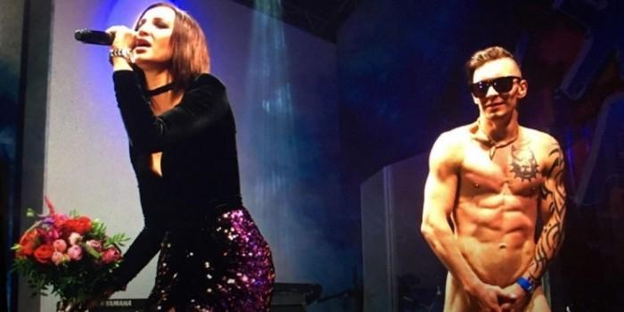 Во время концерта Бузовой в Азербайджане на сцену выскочил голый мужчина