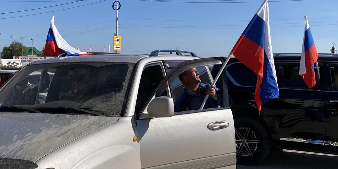 В Сибири и на Дальнем Востоке идет празднование Дня флага