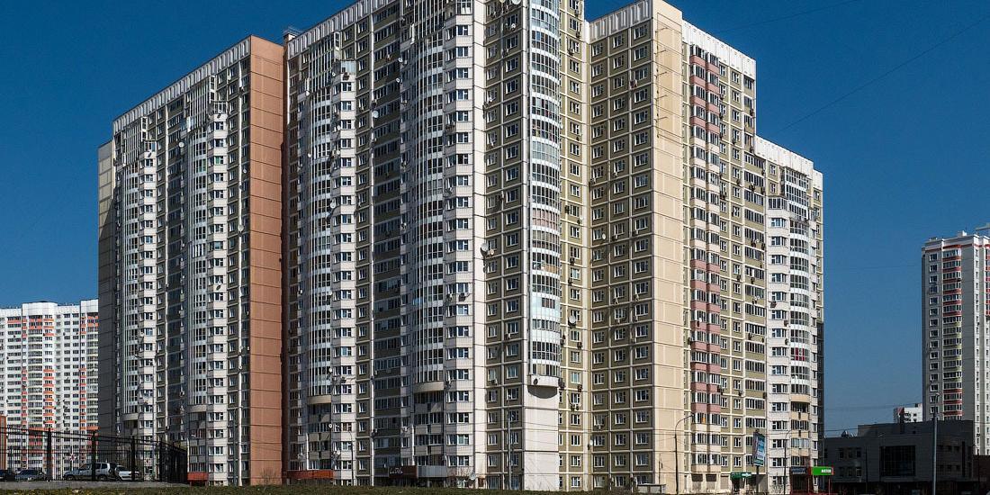 Полуторагодовалый ребенок чудом выжил после падения с 13-го этажа в Подмосковье