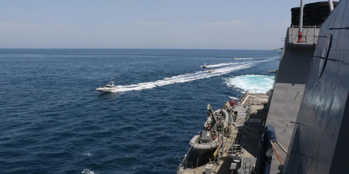 WSJ: корабли Ирана окружили суда береговой охраны США в Персидском заливе