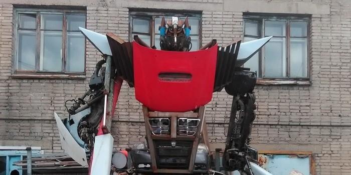 Сварщик из Новосибирска собрал трансформера из автозапчастей (ФОТО)