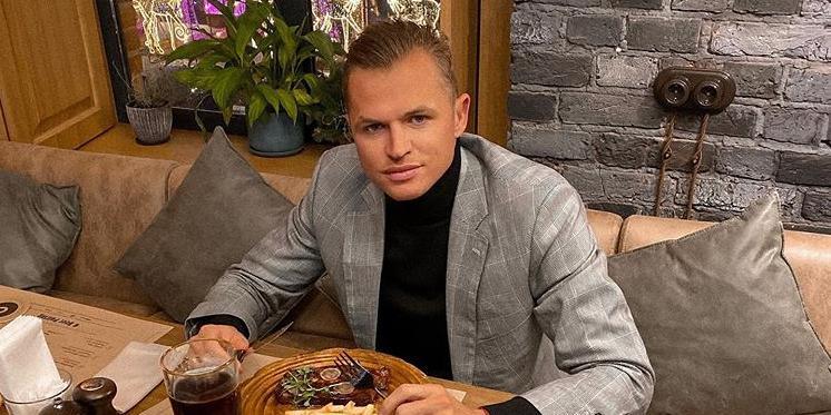 Дмитрия Тарасова обвинили в расизме, потребовав наказать за шутку о коронавирусе