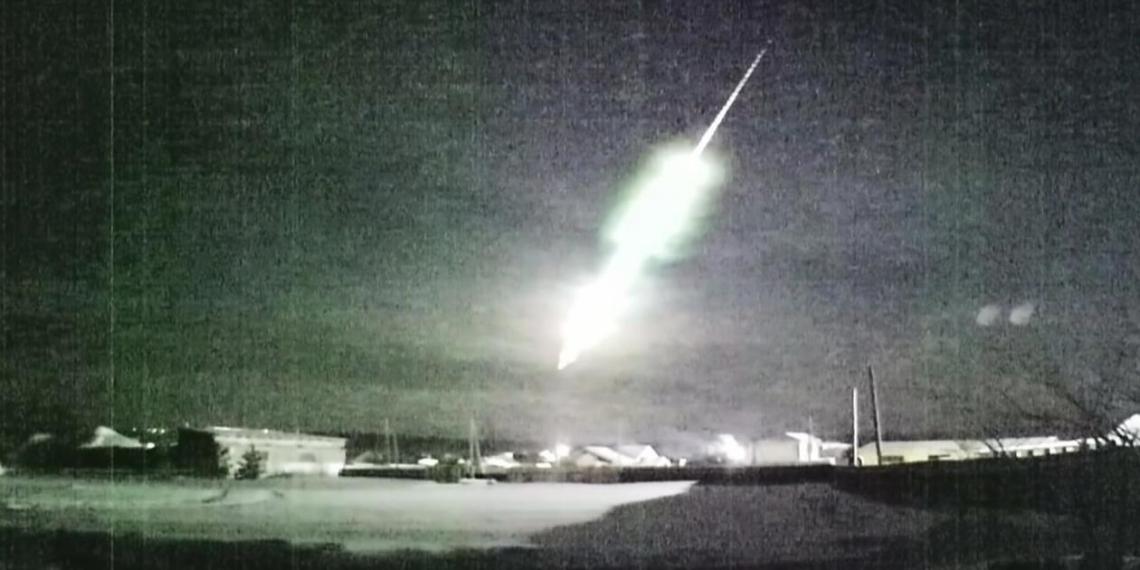 Падение метеора на Урале попало на видео