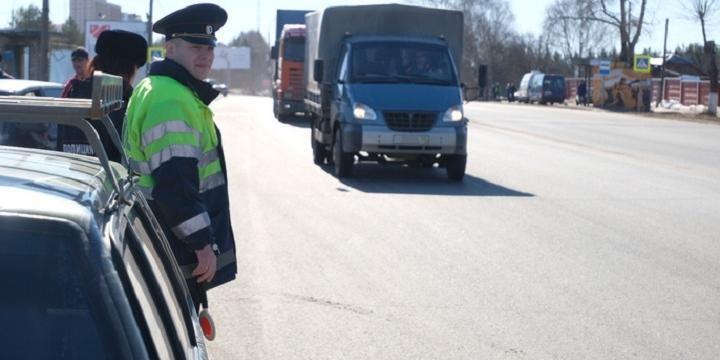 Мигрант избил полицейского при проверке документов в Петергофе