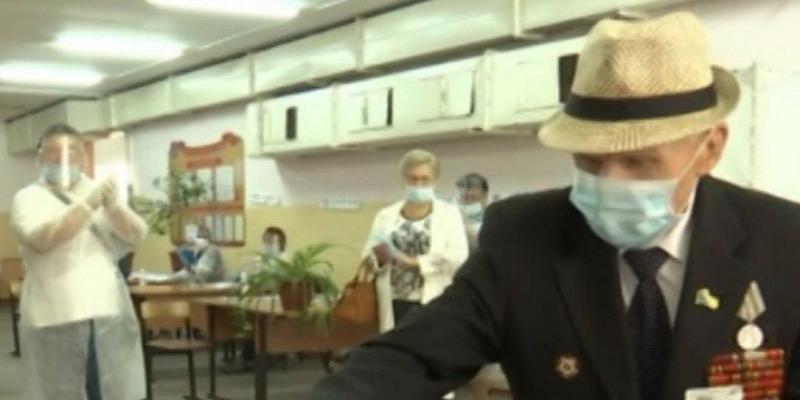 В Ейске проголосовал 97-летний участник штурма Берлина