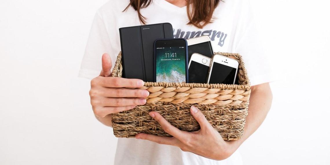 Замглавы Минобороны Литвы призвал граждан выкинуть купленные китайские смартфоны