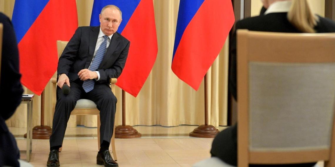 Путин: ситуация с коронавирусом подчеркнула важность социальных поправок в Конституцию РФ