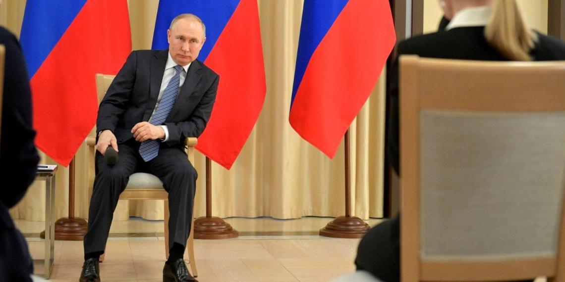 """""""Жизнь и благополучие человека важнее всего"""": эксперт прокомментировал обращение Путина к народу"""