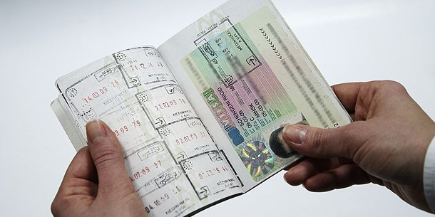 Украинцам все сложнее попасть Европу: участились отказы в визах