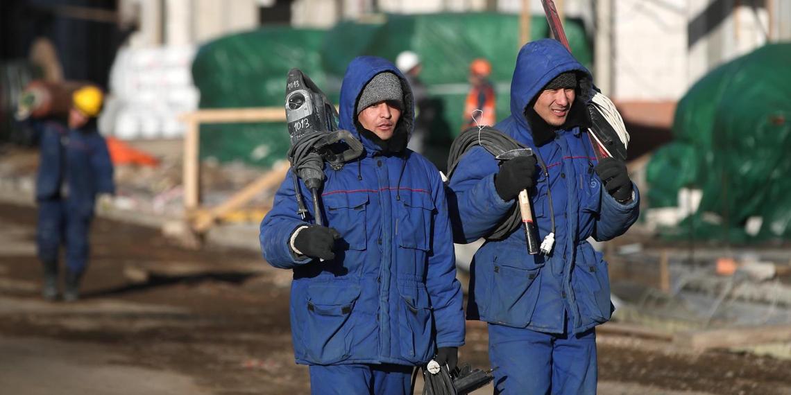 Мигрантам хотят упростить легализацию пребывания в России